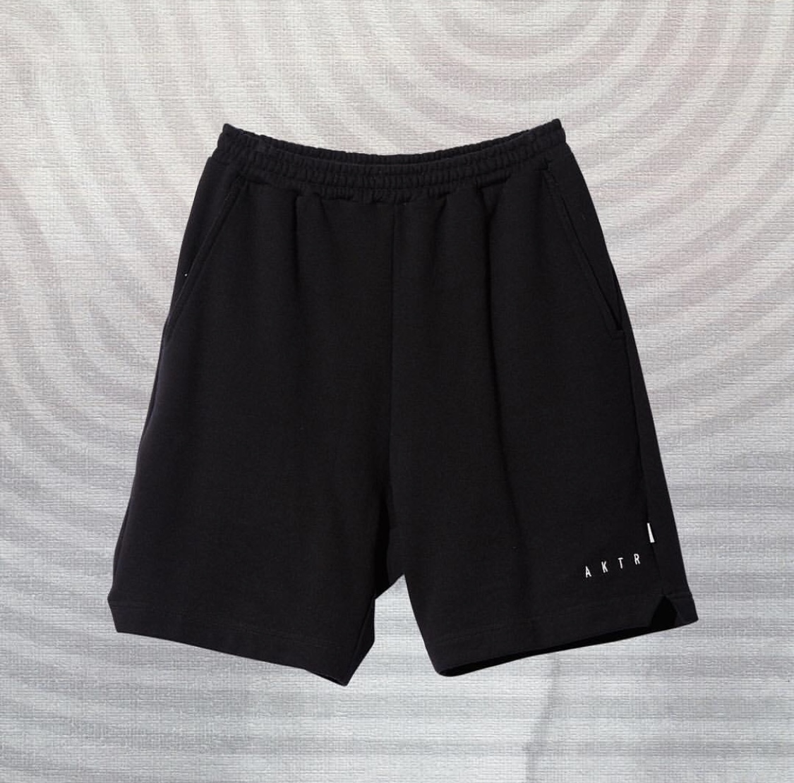 TRAINING SWEAT SHORTS BLACKのイメージ